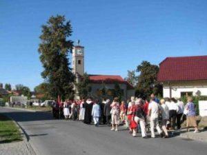 Poutní průvod k černovírskému sboru na svátek sv. Václava